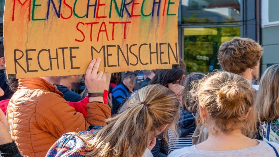 CGM-positioniert-sich-gegen-Nazi--und-Hassposts-bei-Daimler-in-Untertürkheim